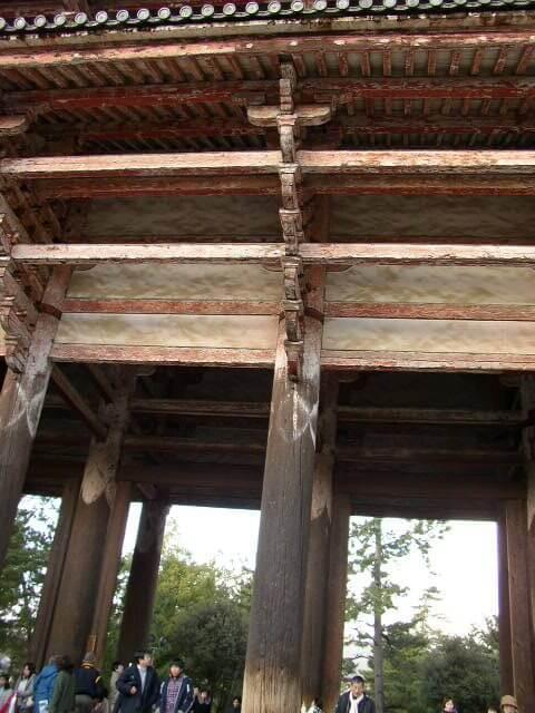 奈良公園の東大寺南大門