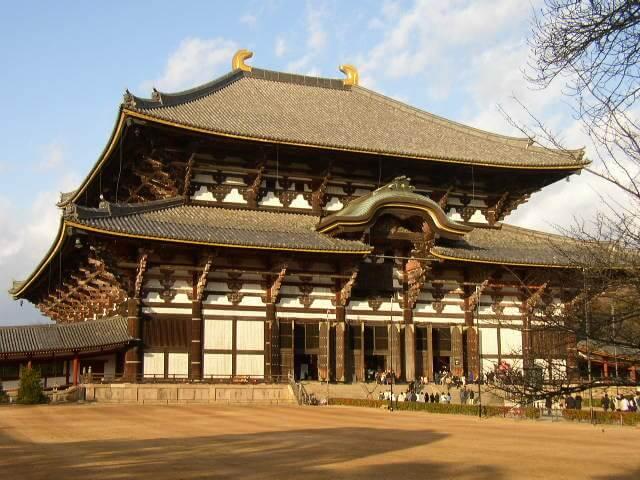 奈良県奈良公園の東大寺大仏殿